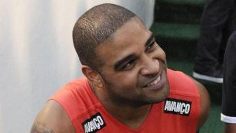 Adriano Ingin Bermain Lagi