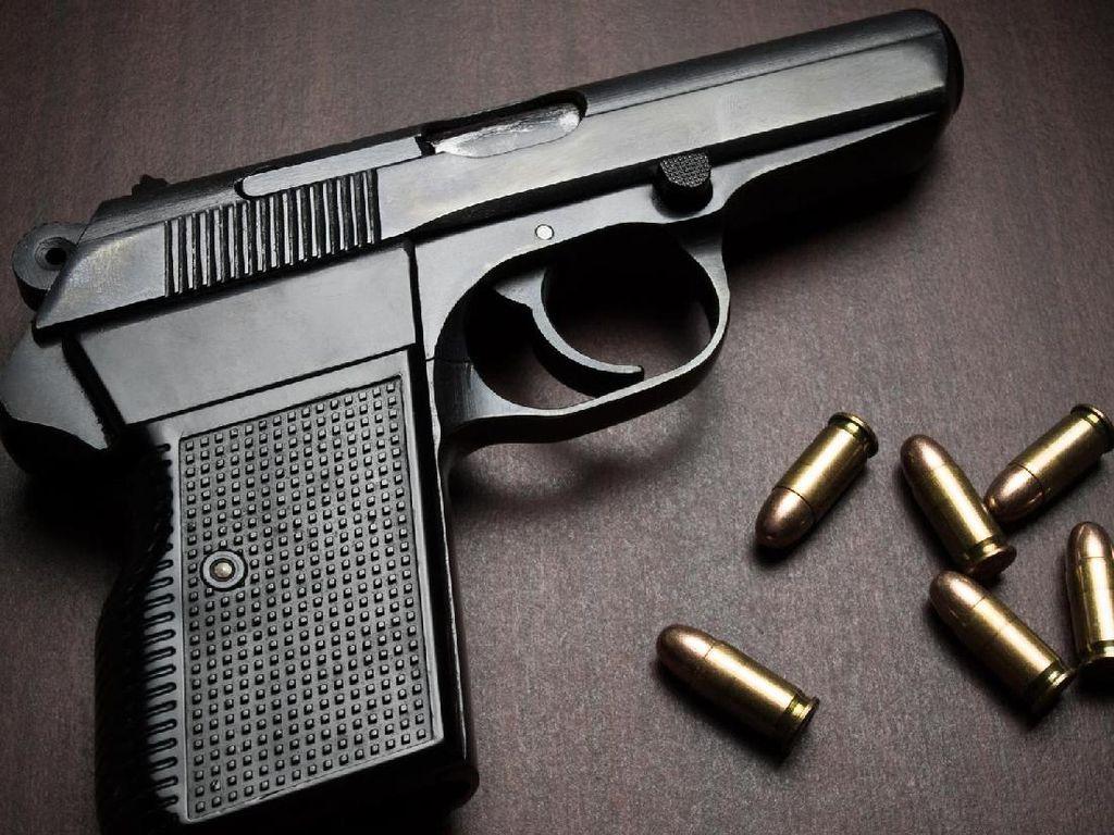Warga Temukan Sepucuk Pistol di Pemancingan Cempaka Putih