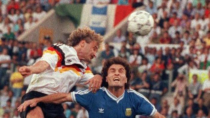 final Piala Dunia 1990 antara Jerman Barat kontra Argentina (Foto: AFP PHOTO /GEORGES GOBET)