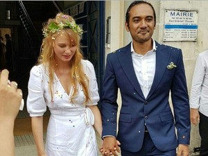 Istri Tinggal di Prancis, Gimana Ario Bayu Jalani LDR?