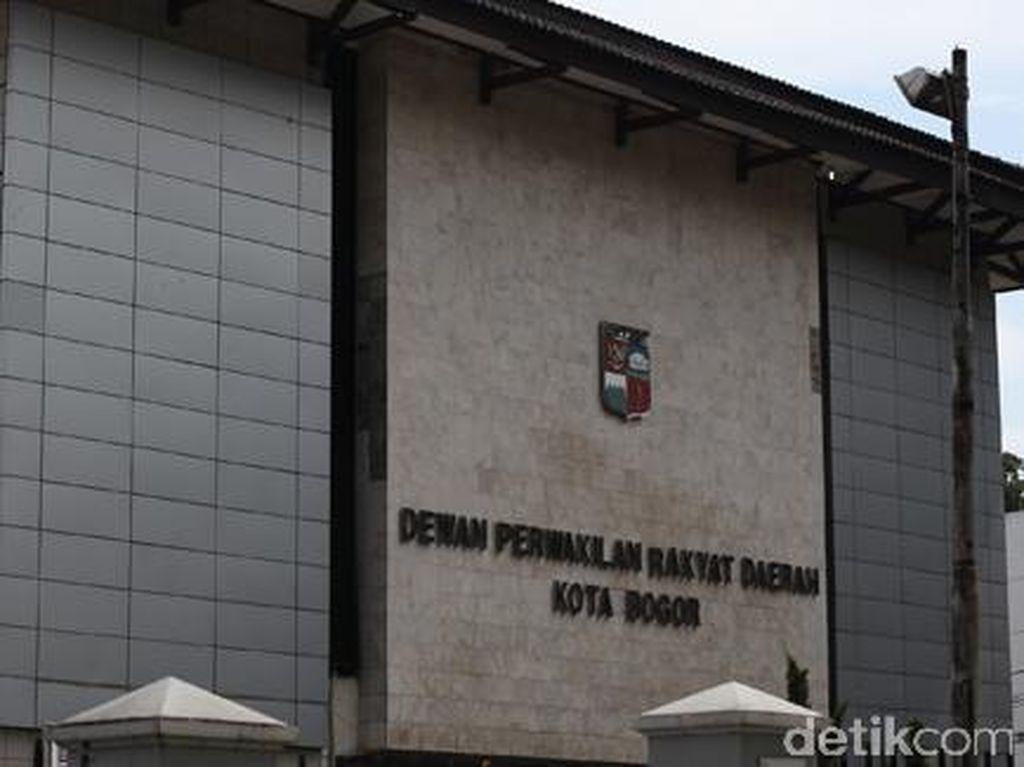 Saat Ketua DPRD Bogor Berseragam Ormas Bikin Geger Paripurna