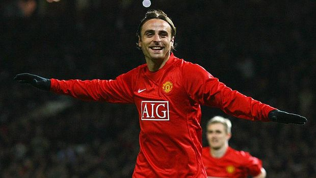 MANCHESTER, UNITED KINGDOM - OCTOBER 21:  Dimitar Berbatov of Manchester United celebrates his second goal during the UEFA Champions League Group E match between Manchester United and Celtic at Old Trafford on October 21, 2008 in Manchester, England.  (Photo by Alex Livesey/Getty Images)