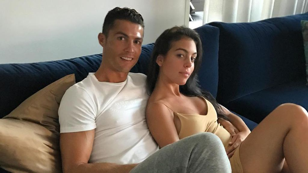 Perut Georgina Membuncit, Cristiano Ronaldo Akan Punya Anak ke-4