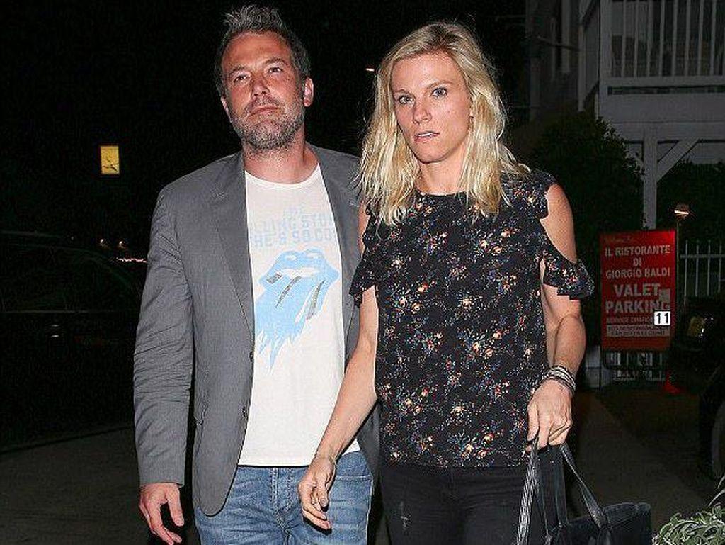 Ben Affleck dan Lindsay Shookus Dikabarkan Segera Menikah