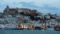 Ngaku Pasangan Kompak? Di Ibiza Bisa Hidup Gratis, Digaji Pula!