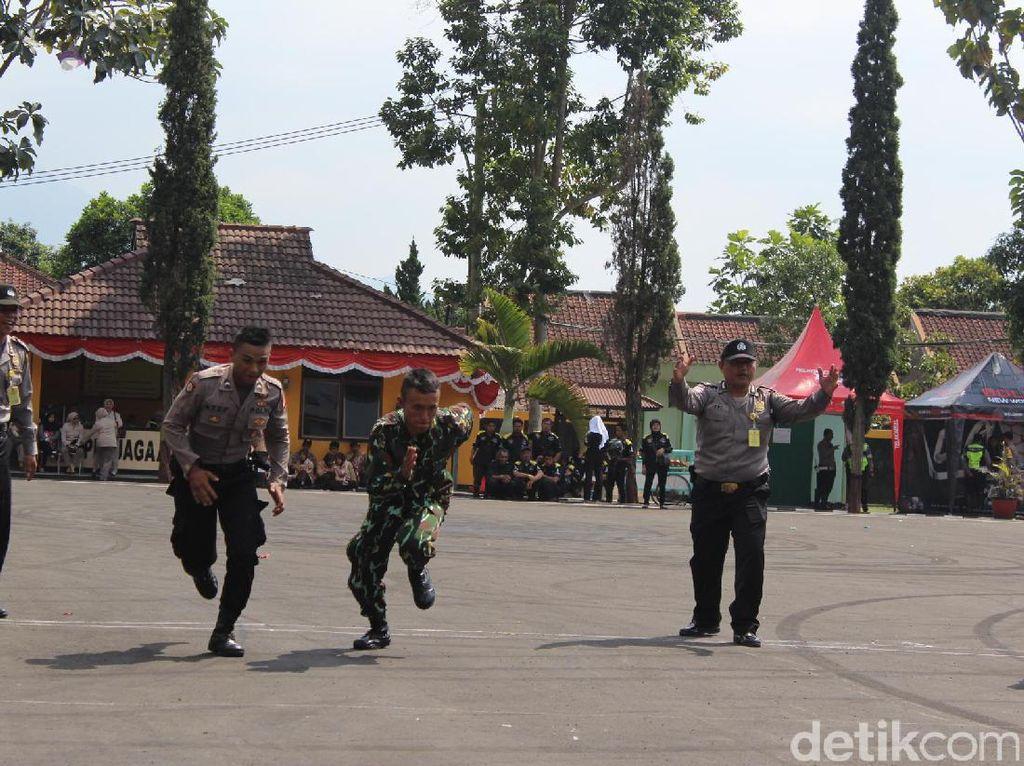 Momen Kebersamaan Polri dan TNI Rayakan HUT Bhayangkara di Garut
