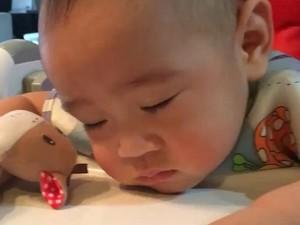 Ah, Lucunya! Ekspresi Balita-balita yang Tertidur Pulas Sambil Makan Ini