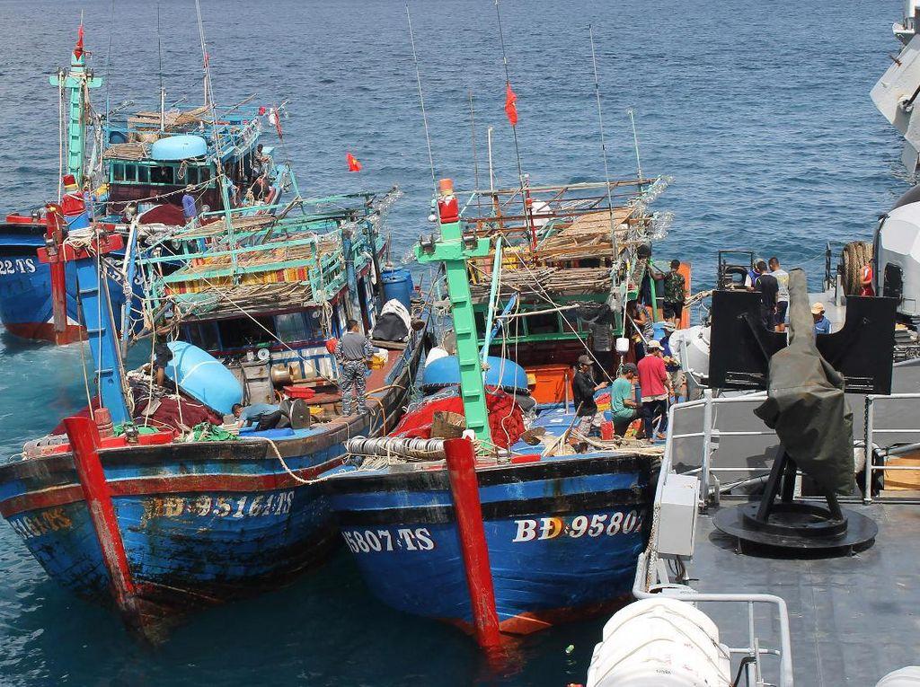 Bagaimana RI Awasi Kapal-kapal Asing di ZEE Natuna?