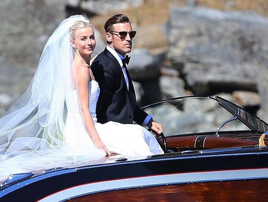 Melihat Gaun Pernikahan Cantik Julianne Hough Seharga Rp 267 Juta