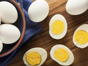 Ini Trik Drew Barrymore Bikin Telur Rebus yang Enak Tanpa Api