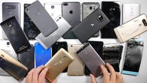Pria yang Tenar Karena Hobi Hancurkan Smartphone Mahal