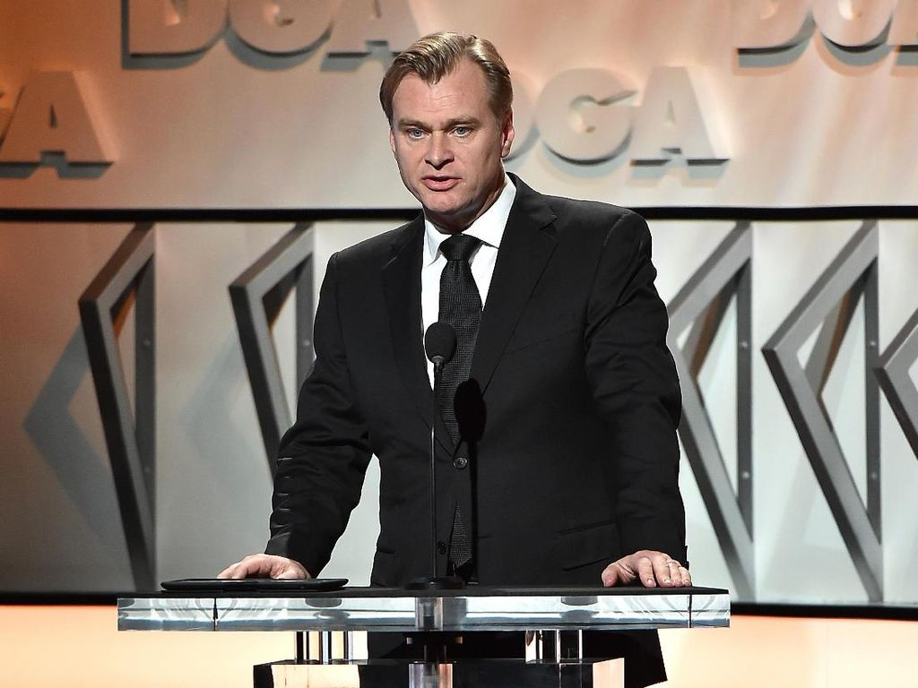 Christopher Nolan Geram Warner Bros Rilis Film Secara Streaming