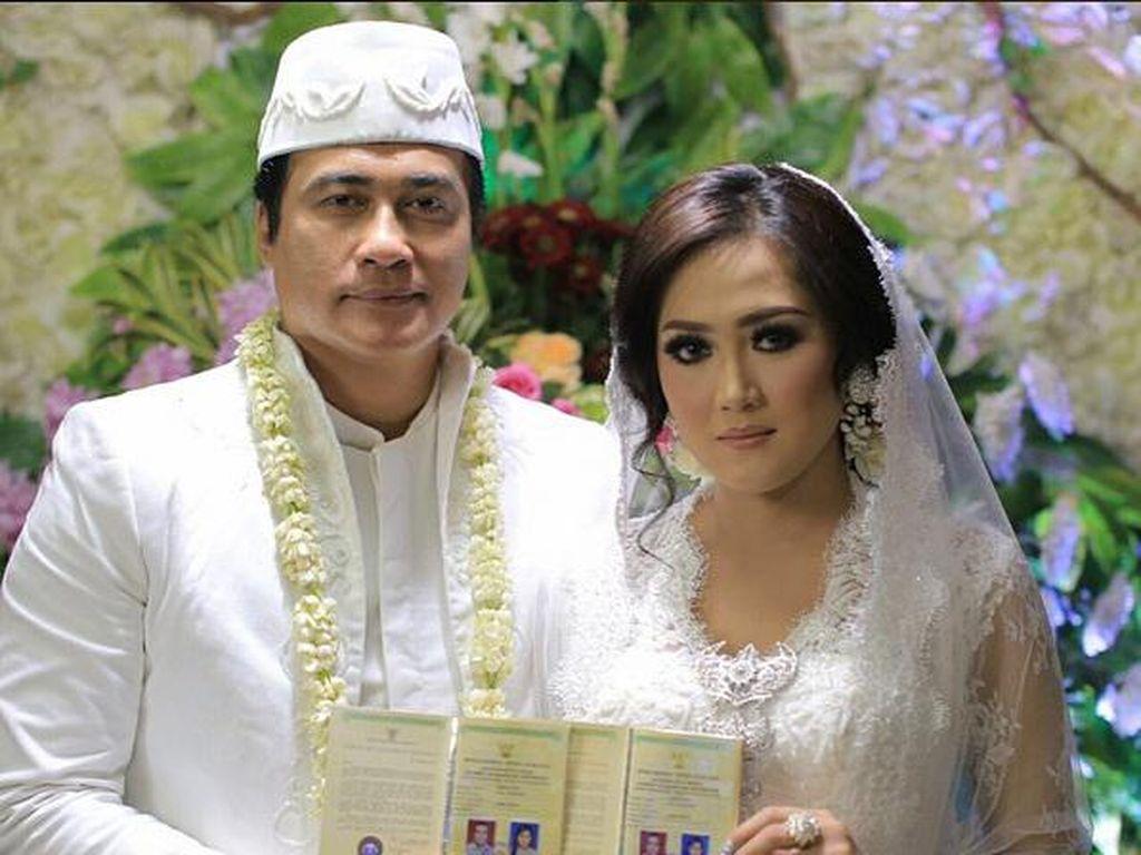 Mesranya Adjie Pangestu dan Istri yang Beda 25 Tahun