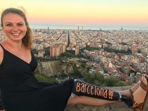 Miliki Disabilitas, Wanita Cantik Ini Sukses Traveling Keliling Eropa