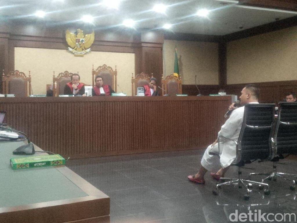 Saipul Jamil Menangis di Persidangan Minta Dibebaskan