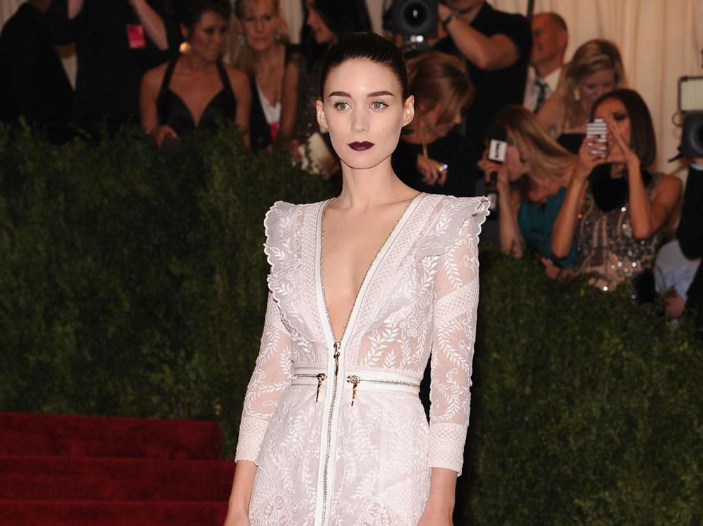 Foto: 15 Gaya Anggun Rooney Mara Tampil Stylish di Red Carpet