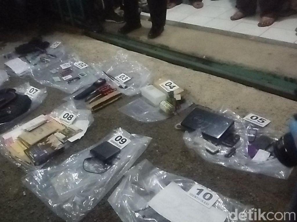 2 Pisau Ditemukan di Kontrakan Teroris, Diduga untuk Serang Polisi