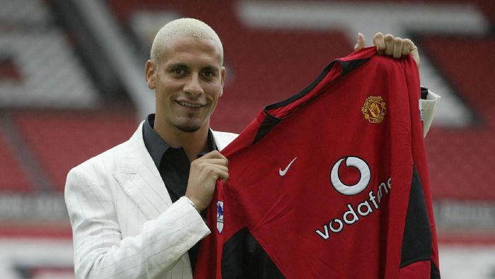 MANCHESTER - JULY 22:  Manchester Uniteds new signing Rio Ferdinand shows off his new shirt at a press conference at Old Trafford, Manchester, England on July 22, 2002. (Photo by Alex Livesey/Getty Images)