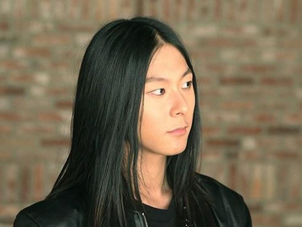 Bikin Iri, Pria Korea Ini Jadi Model LOreal karena Rambut Indahnya