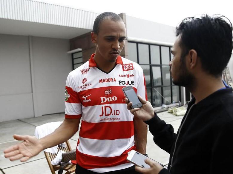 Madura United Akan Ceraikan Odemwingie