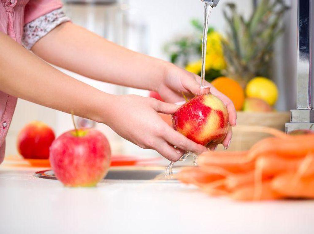 Pakai Baking Soda, Cara Terbaik Bersihkan Pestisida Dari Buah dan Sayur