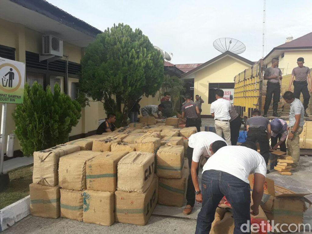 Polisi Amankan Truk yang Bawa 1,7 Ton Ganja di Aceh, 2 Pelaku Kabur