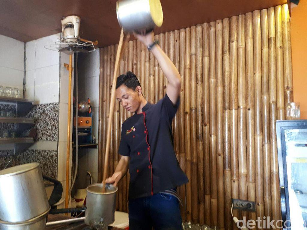 Intip Cara Unik Pembuatan Kupi Tarek Aceh