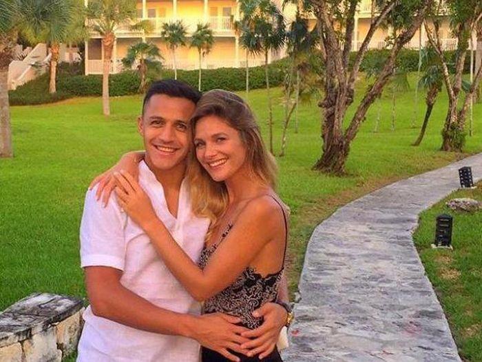 Alexis saat ini sedang menjalin hubungan dengan Mayte Rodriguez. Dia baru diperkenalkan tengah tahun ini. (Foto: Istimewa)