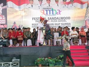 Apa Arti Salam Cium Hidung yang Dilakukan Jokowi di Sumba?