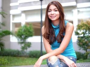 Kenalin Nih, Sandra Olga Presenter Cantik yang Lahir di Pesawat