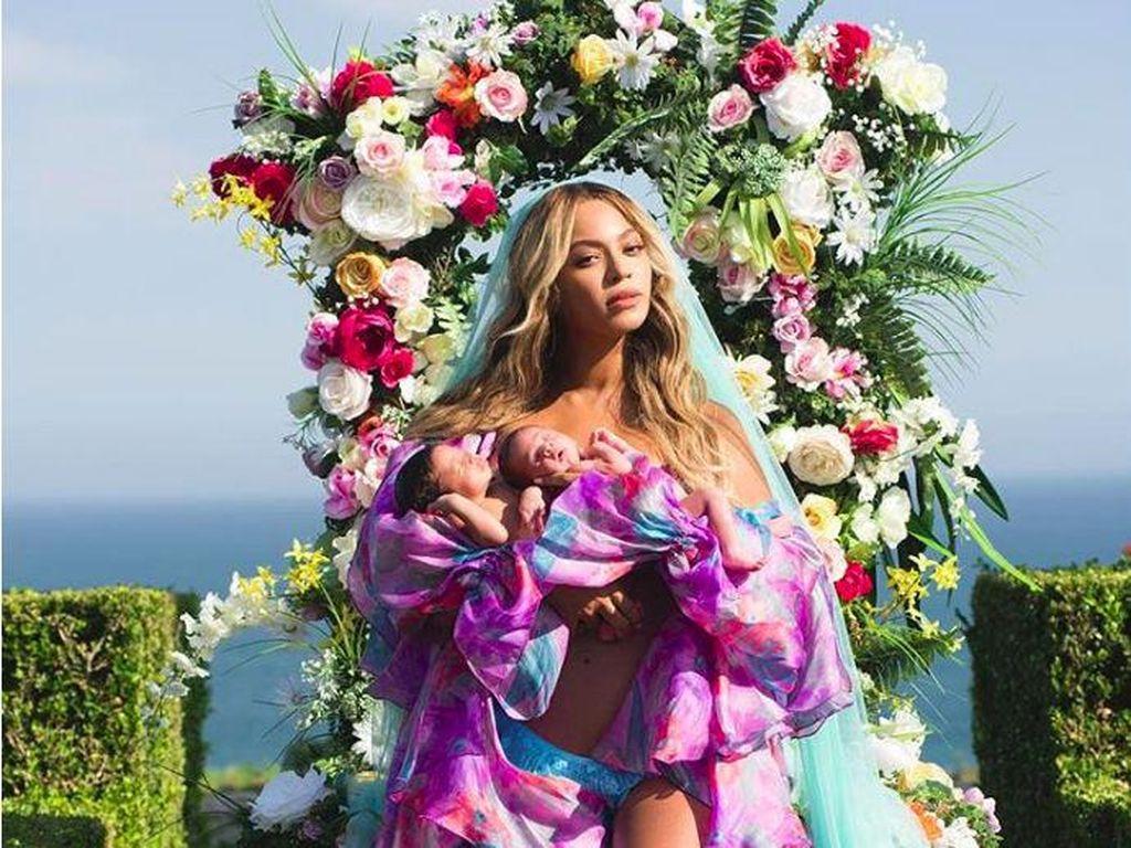 Beyonce Pakai Busana Pria Saat Umumkan Wajah Anak Kembarnya