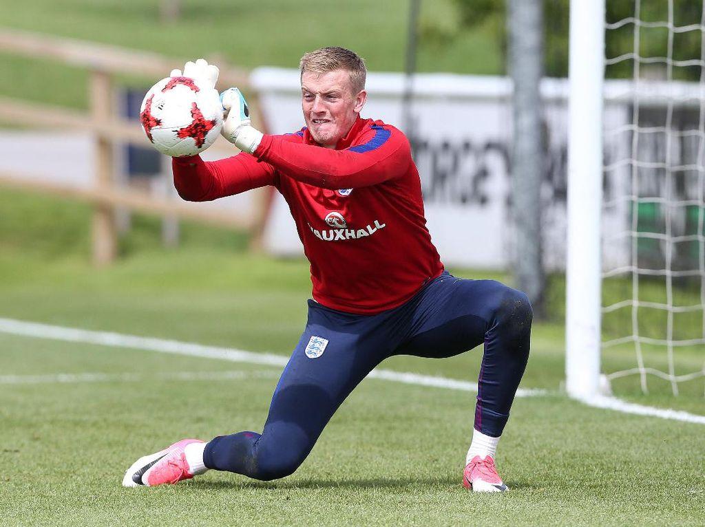 Jordan Pickford atau Jack Butland, Pilihan Berat untuk Timnas Inggris
