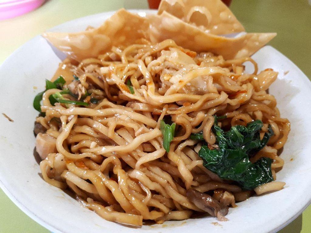 Ini Dia Warung 2 Mie Ayam Legendaris di Jakarta, Anda Wajib Coba!