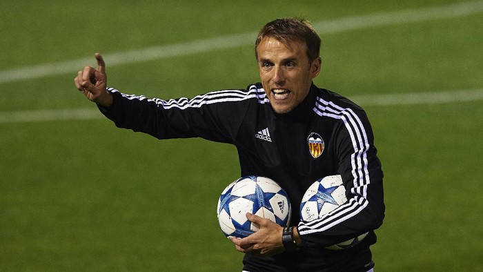VALENCIA, SPAIN - DECEMBER 07:  Valencia CF assistant coach Phil Neville gives instructions during a training session ahead of Wednesdays UEFA Champions League Group H match against Olympique Lyonnais at Paterna Training Centre on December 07, 2015 in Valencia, Spain.  (Photo by Manuel Queimadelos Alonso/Getty Images)