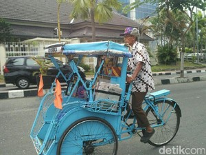 Mbah Topo, Penarik Becak Penyedia Buku Bacaan Ternyata Purnawirawan TNI