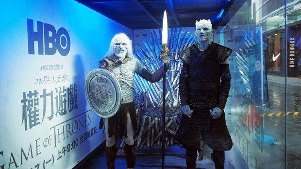 Sosok White Walker dan Night King (kanan).