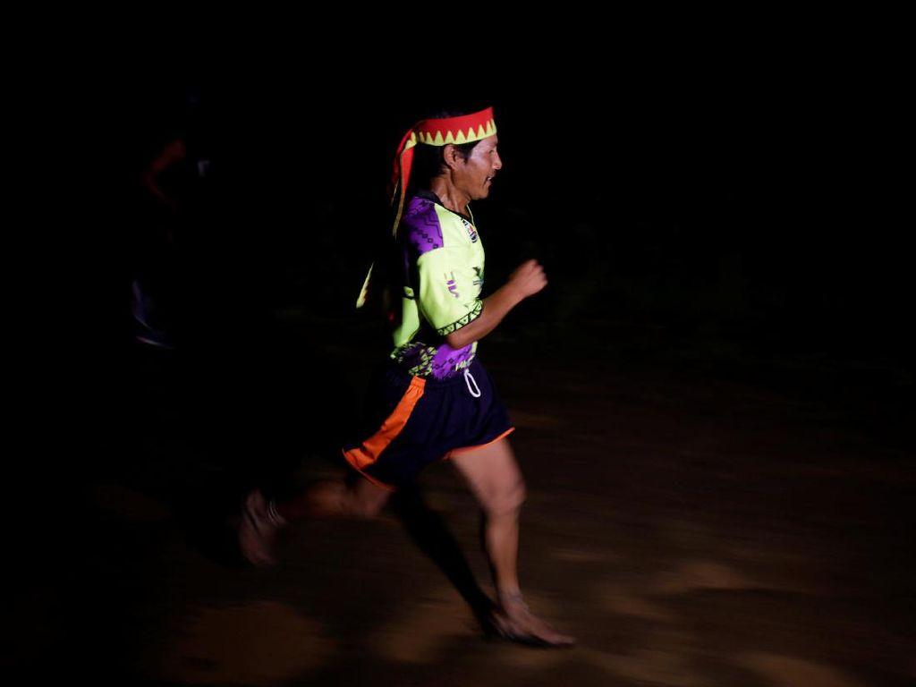 Manusia-manusia yang Kuat Lari 300 Kilometer Selama 2 Hari