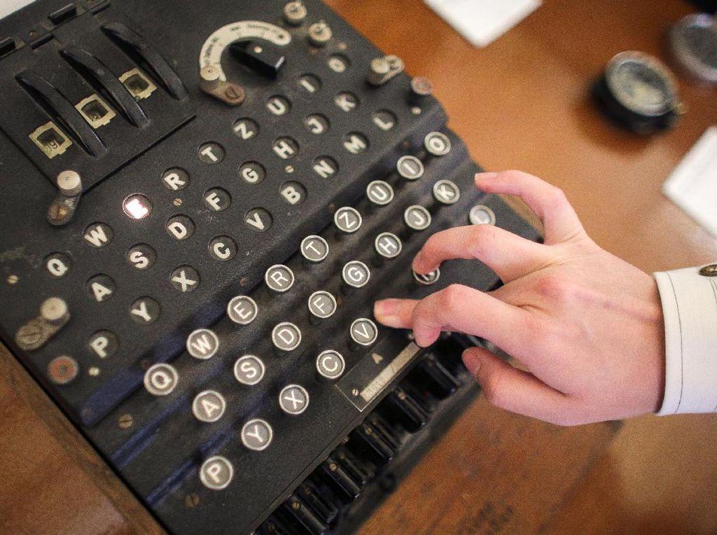 Wow! Mesin Enigma Paling Rumit Terjual Rp 6,4 Miliar