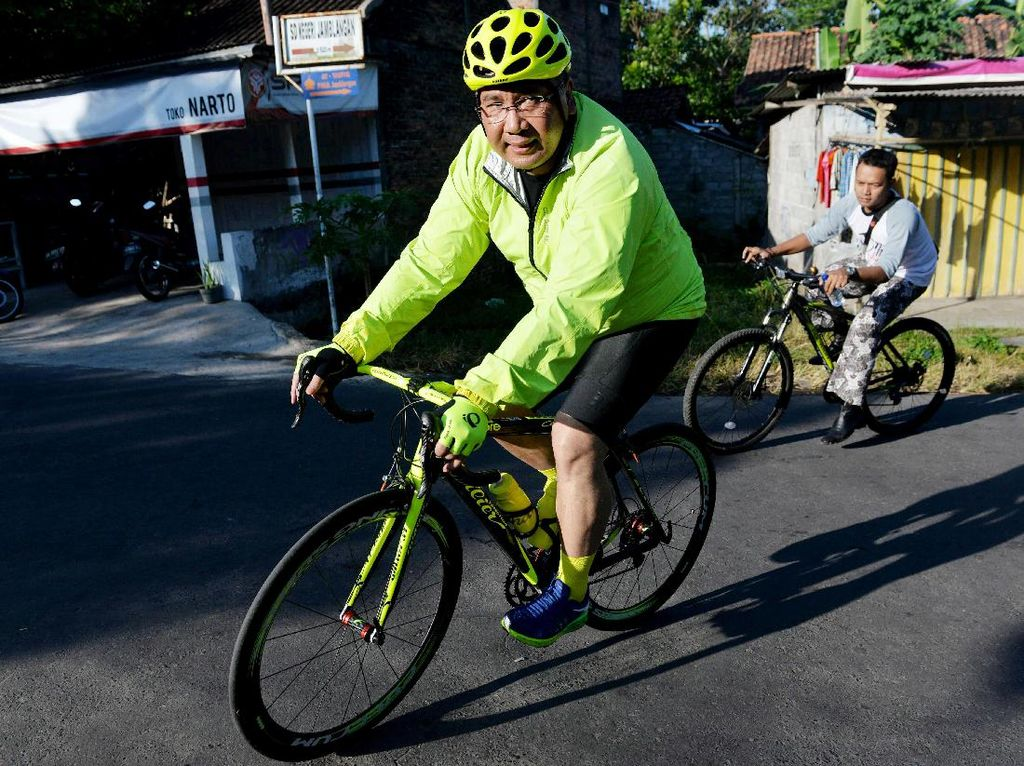 Mendes Bersepeda Santai Bareng Warga Yogyakarta