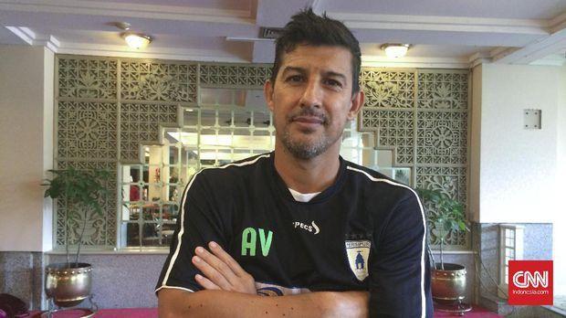 Posisi Alvredo Vera sebagai pelatih Persipura Jayapura diganti menjelang laga pertama di Liga 1.