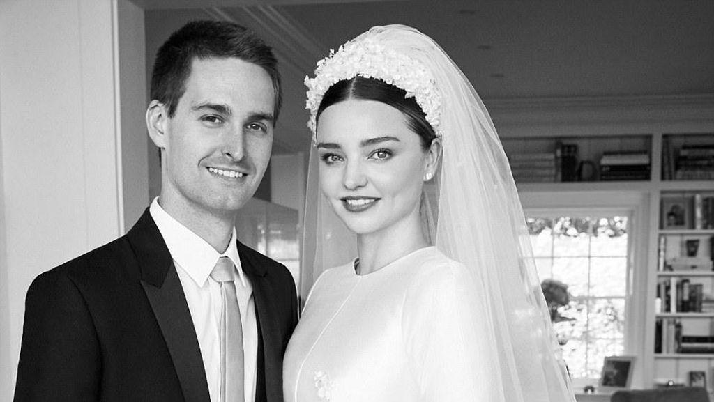 Air Mata Miranda Kerr di Hari Pernikahan dengan Evan Spiegel