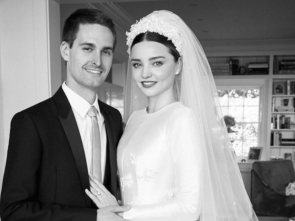 Mengintip Desain Gaun Pernikahan Dior untuk Miranda Kerr