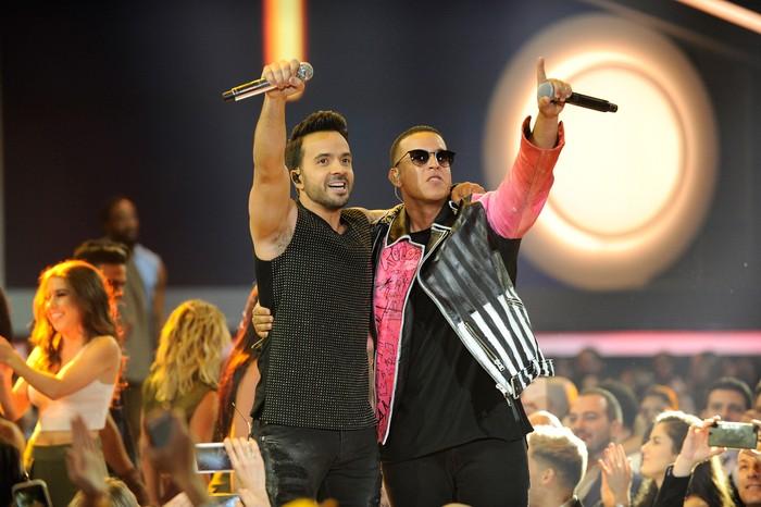 Despacito melaju pesat di radio dan berbagai klub, cafe hingga sosial media di seluruh dunia. Kombinasi Luis Fonsi, Yankee dan Justin Bieber membuatnya menjadi salah satu lagu paling sukses di Youtube. Sergi Alexander/Getty Images.
