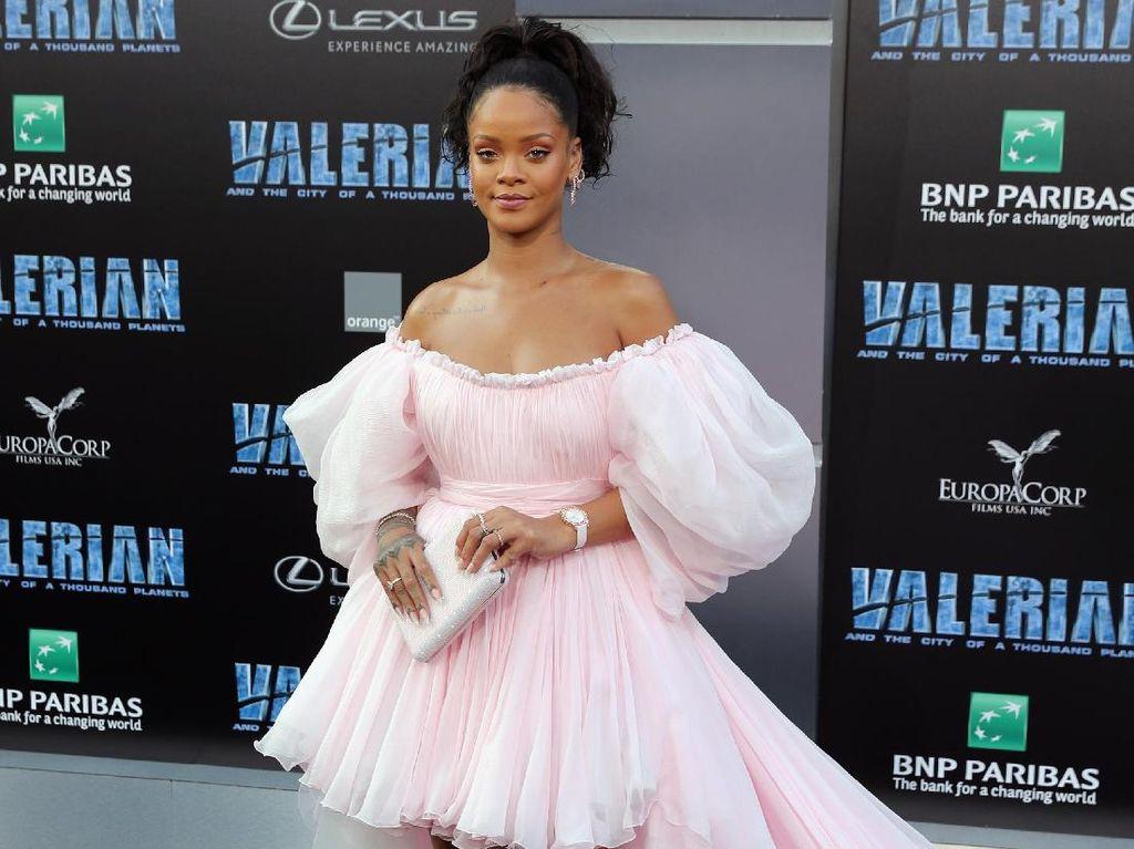 Move Over, Kylie! Rihanna Rilis Foundation dengan 40 Warna Sekaligus