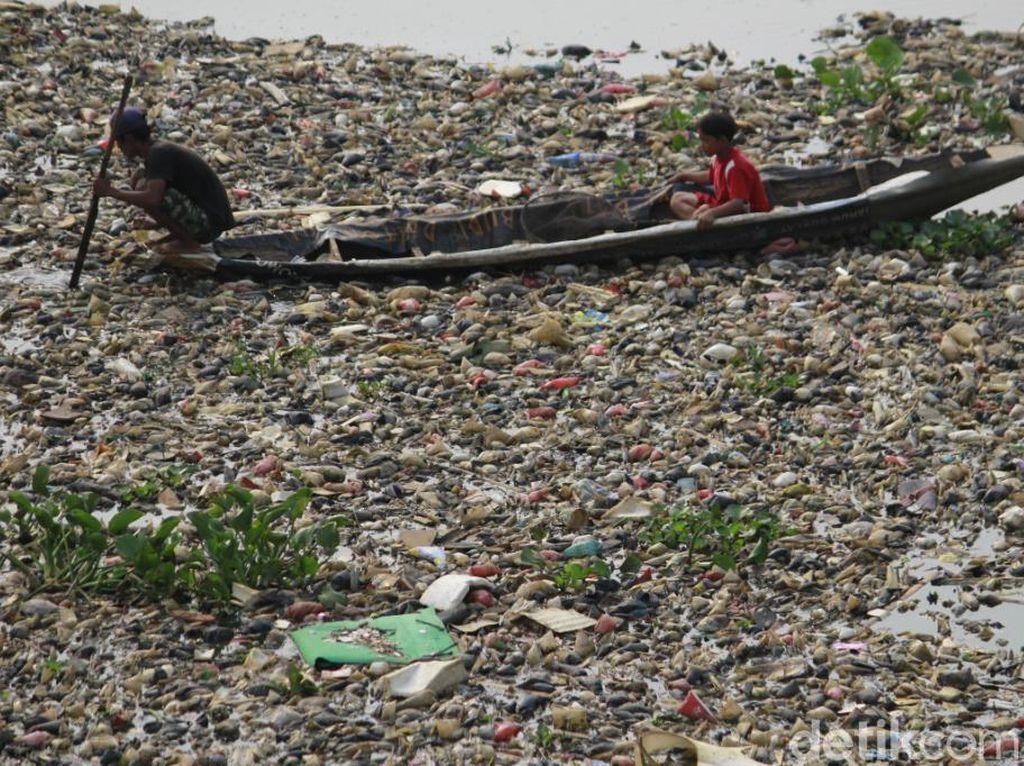 Horor Sampah di Sungai Citarum Masih Menghantui