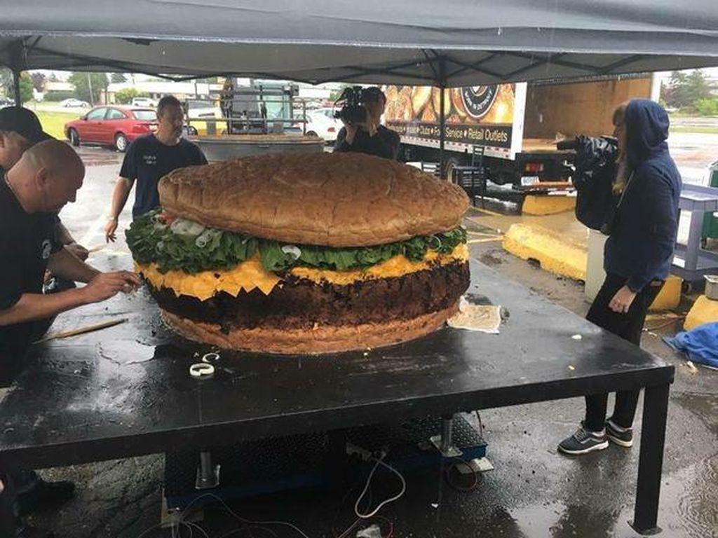 Pecahkan Rekor Burger Terbesar di Dunia, Pemilik Resto Punya Tujuan Mulia