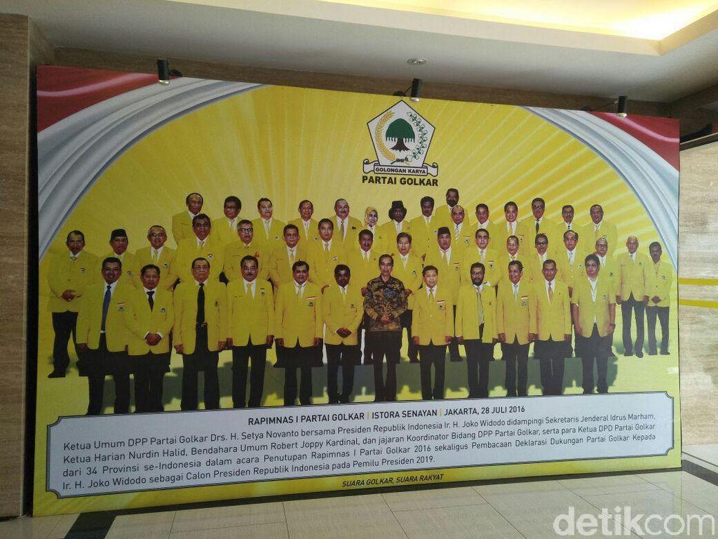 Jokowi Disebut Sreg dengan Airlangga Hartarto untuk Pimpin Golkar