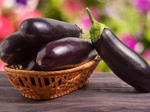 Makan Terong Bikin Loyo? Ini 5 Khasiat Sehat Terong untuk Jantung hingga Pencernaan