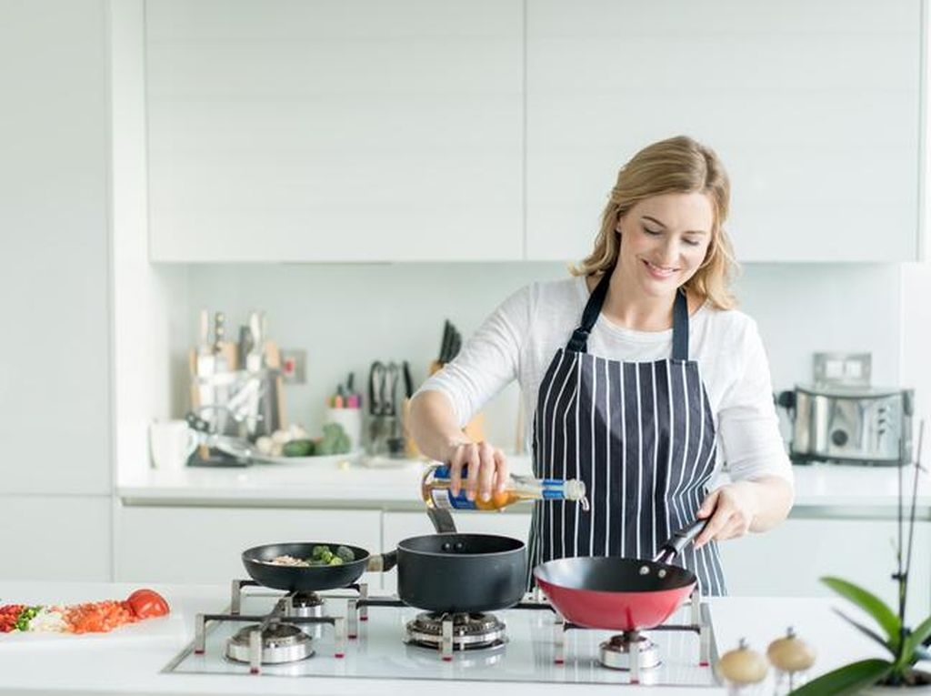Agar Tak Kelamaan di Dapur Saat Masak, Lakukan 10 Trik Praktis Ini
