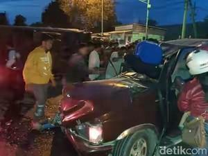 Kecelakaan Libatkan 4 Kendaraan di Mojokerto, 2 Orang Luka Parah